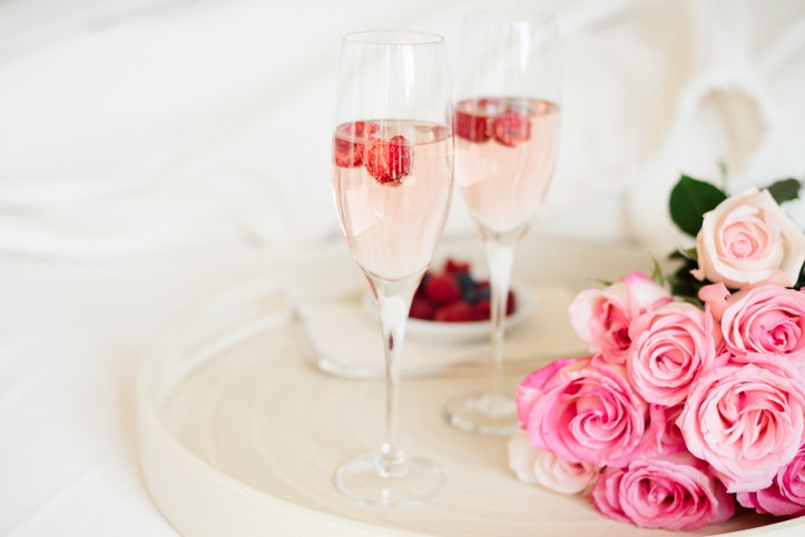 Champagne flutes and pink roses