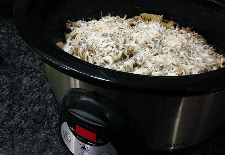 Slow cooker pesto chicken pasta