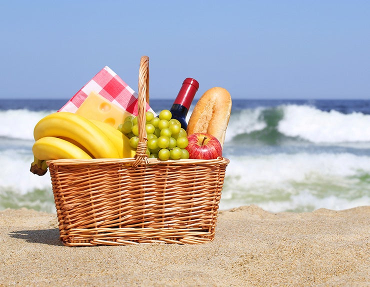 5 Best Snacks to Take to the Beach