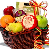 Season's Sampler™ - Fruit Gift Basket (4401)