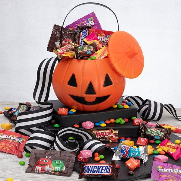 Halloween Gift Basket Ideas For Adults.No Tricks Only Treats Halloween Gift Basket