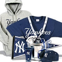New York Yankees Gift Basket Deluxe (101B)