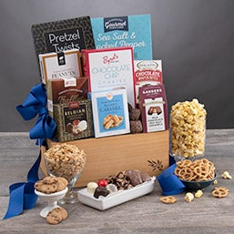 Snack and Chocolate Gift Basket - Classic (4101)